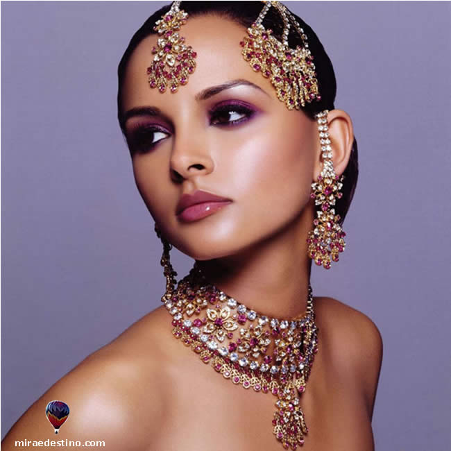 A Beleza e as Jóias das Mulheres Indianas - The Beauty and the Jewels of Indian Women