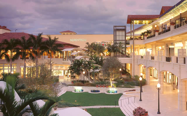 The Village of Merrick Park é um luxuoso centro de estilo de vida, em Coral Gables, Florida. Inaugurado em 2002, o shopping é operado pela General Growth Properties